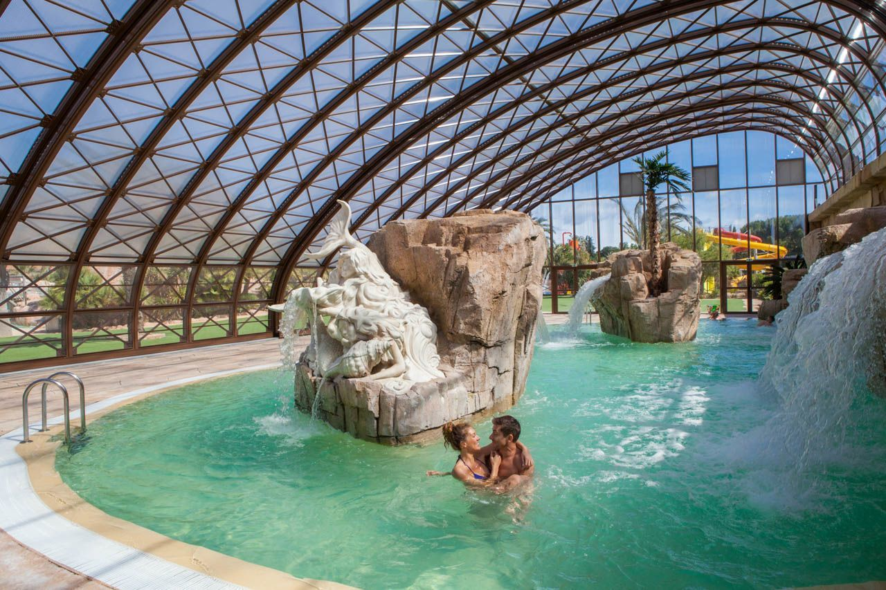 Un parc aquatique de 10 000 m camping 5 la sir ne for Accouchement en piscine en france